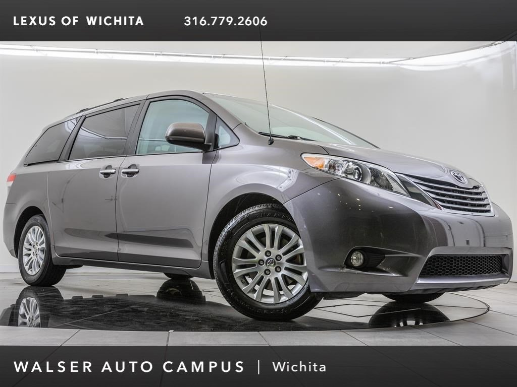 Pre-Owned 2013 Toyota Sienna XLE, Local 1-Owner Mini-van, Passenger